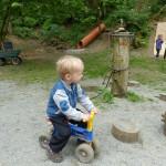 Hlídání dětí. Děti na motorce.
